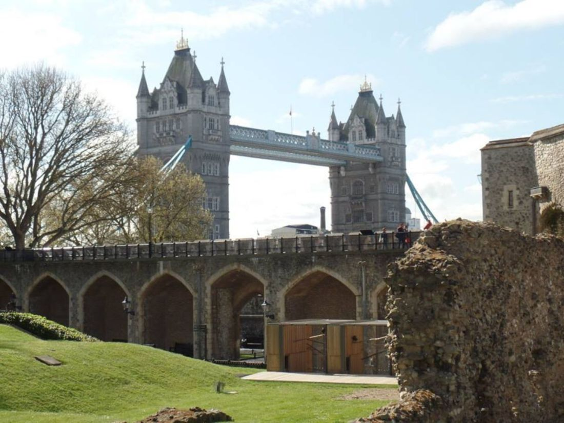 batch_tower bridge and tower of london